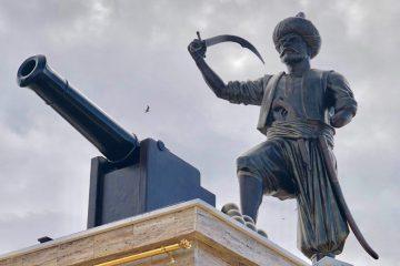 Cezayirdeki oruç reis büstü